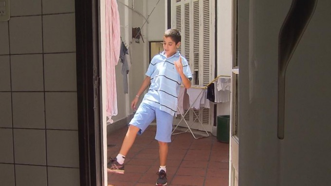La nueva vida de Lucas, el chico que vivió en la calle ya tiene casa