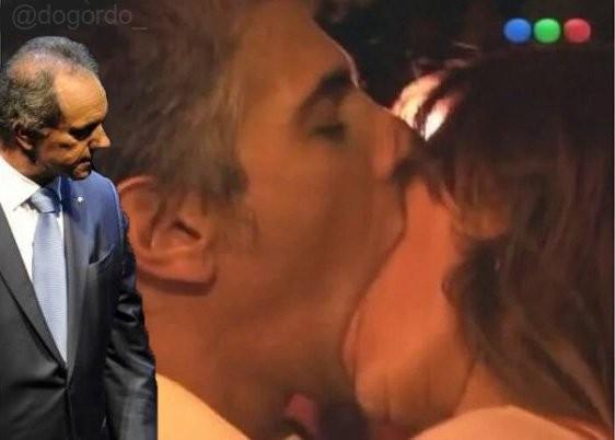 Estallaron los memes por el apasionado beso de Echarri y Duplá en La Leona