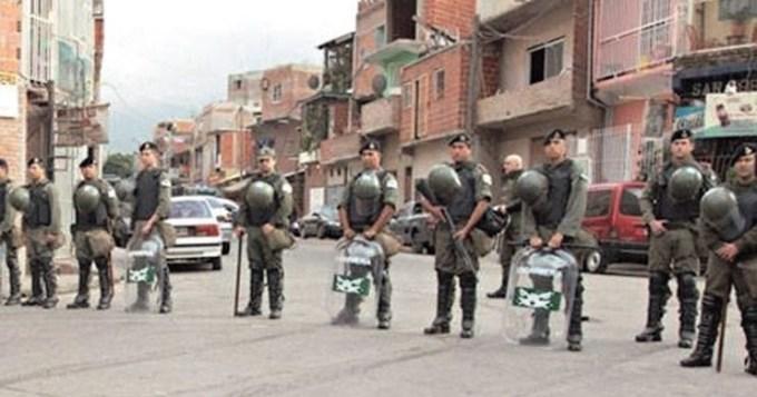 El gobierno pone a los gendarmes