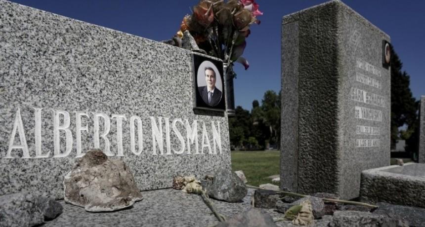 Tras el acto en la Plaza del Vaticano, Alberto Nisman será recordado por familiares y la DAIA en el cementerio de La Tablada