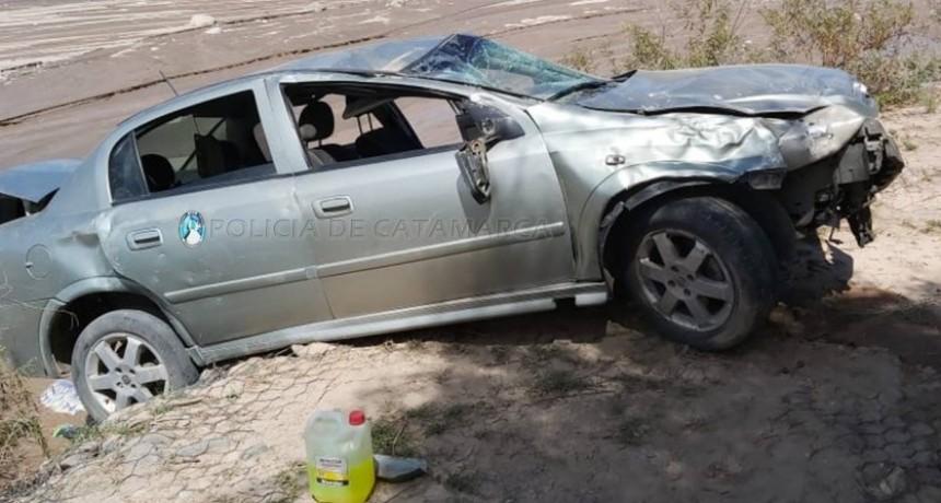 Un auto con cuatro jóvenes volcó en Belén