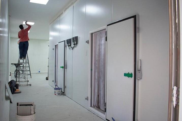 Construyen  sala para depósito refrigerado de vacunas