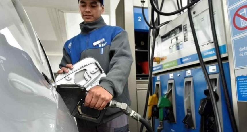 El gobierno nacional postergó la suba en el impuesto a los combustibles