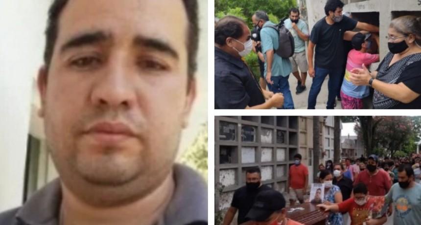 Crimen de Ocampo: Familiares y amigos despidieron sus restos