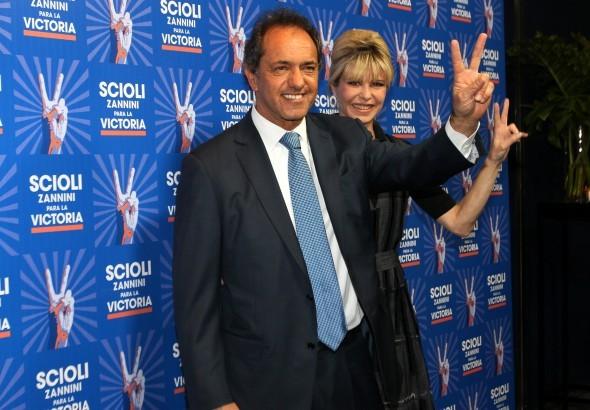 Terminó el amor : ¿Daniel Scioli se separó de Karina Rabolini después de las elecciones?