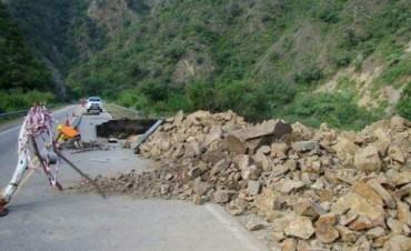 Por derrumbes, habilitan media calzada en Ruta 16 de La Puerta a El Rodeo