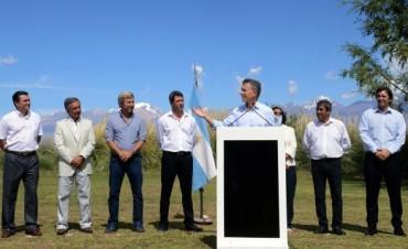 Junto a gobernadores peronistas, Macri anunció el fin de las retenciones mineras
