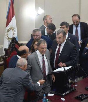 El gobernador de Córdoba se desmayó en acto en la Legislatura