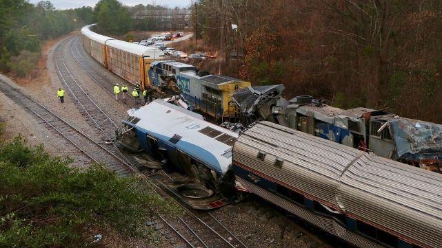 Dos muertos y 100 heridos por choque de trenes en EE.UU.
