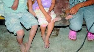 Madre e hija se fueron a bailar y dejaron a tres niños encerrados en la vivienda