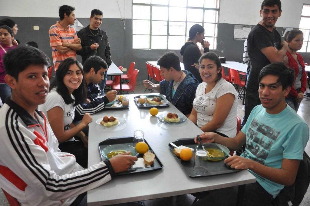 El comedor universitario reabre sus puertas con un menú a 25 pesos