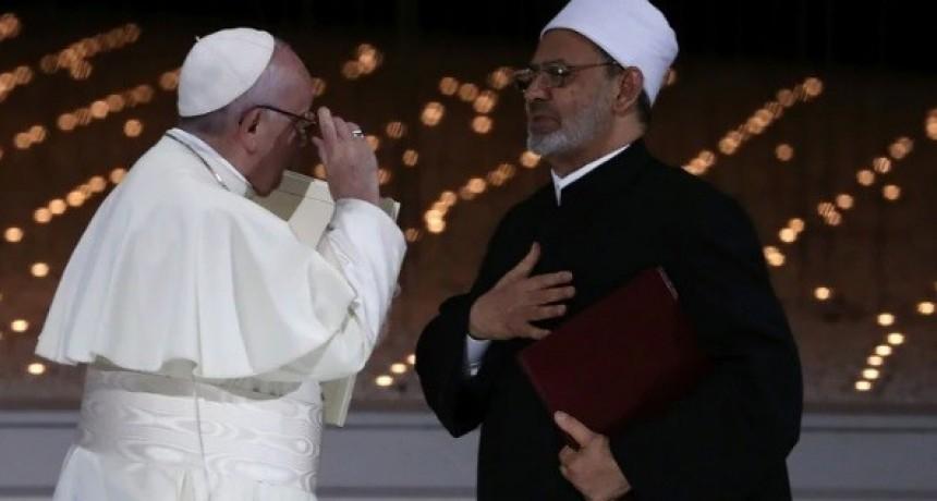 El Papa pidió frenar la guerra en Yemen ante líderes islámicos de los Emiratos