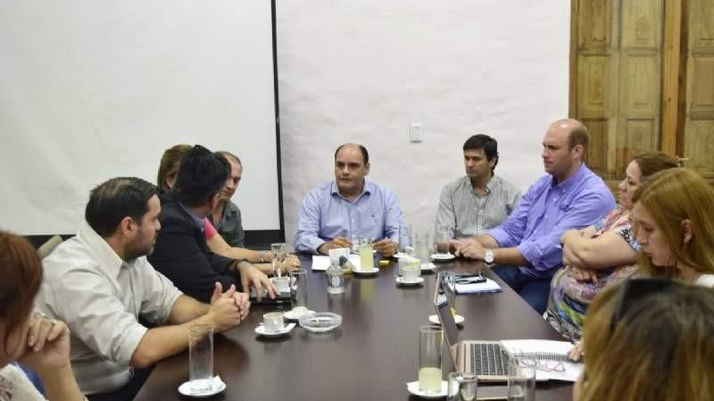 Docentes municipales: la comuna capitalina abrió las paritarias