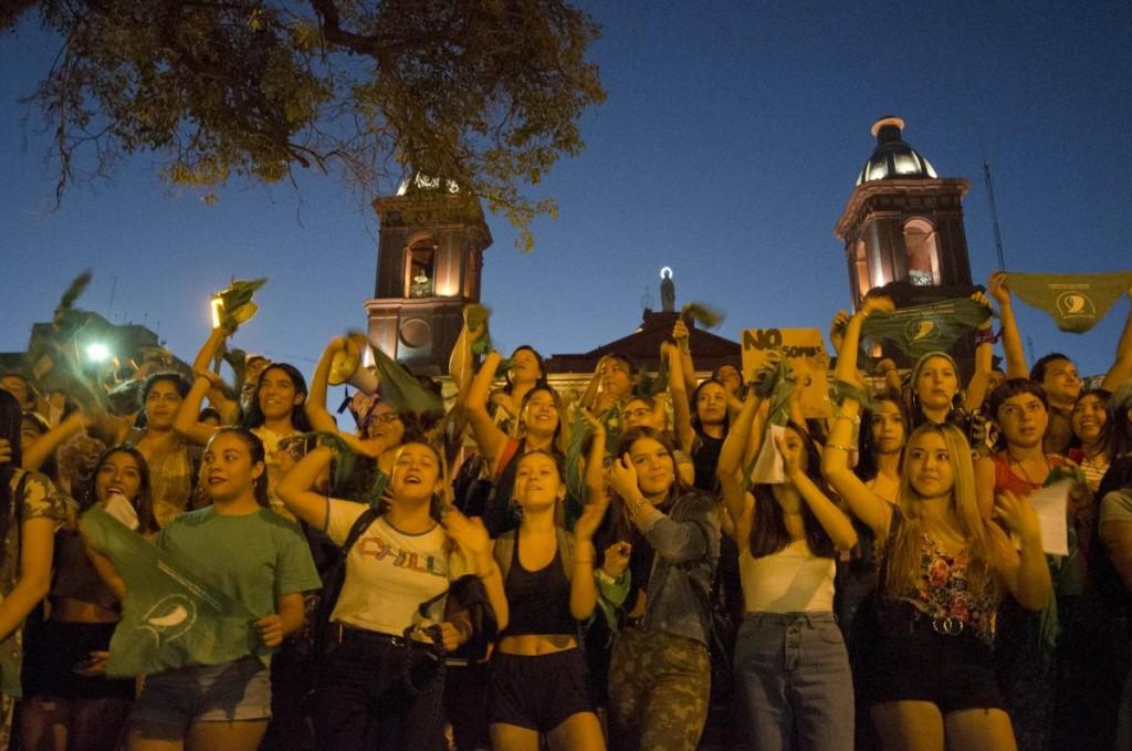 Pañuelazo Verde: Mujeres en la plaza 25 de Mayo