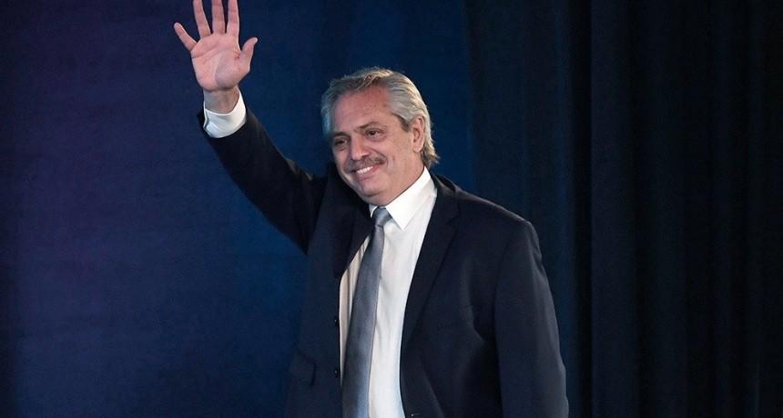 Alberto Fernández celebró la decisión del FMI de declarar insostenible la situación de la deuda