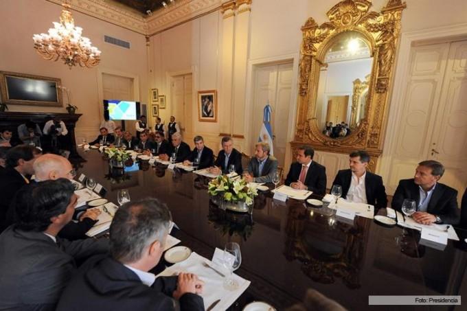 Coparticipación y obras públicas, ejes de la reunión entre Macri y los intendentes