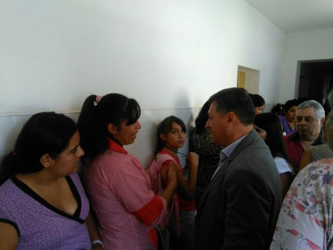 Salud entregó contratos de enfermería en Pomán