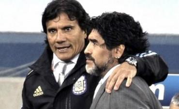 """Héctor Enrique: """"A Maradona le sobra capacidad y le encantaría dirigir a Boca"""""""