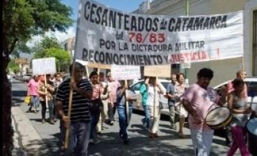Cesanteados de la dictadura molestos con la provincia