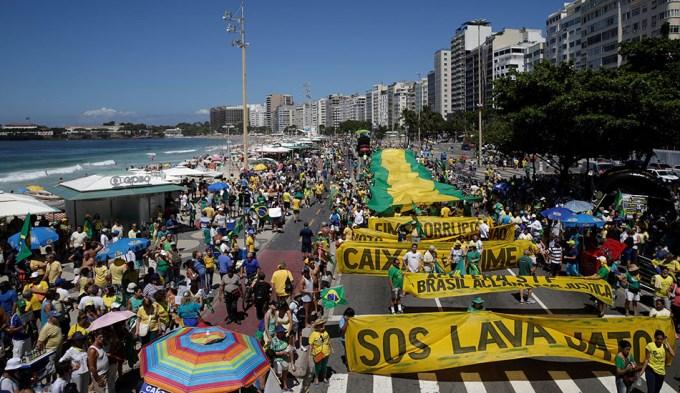 Brasil, de pie: ¡Que se vayan todos!