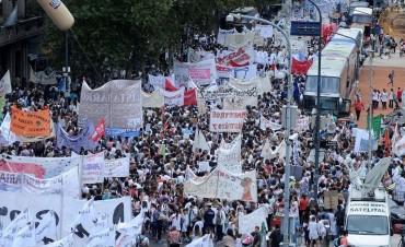 Los docentes de todo el país coparon Plaza de Mayo con duras críticas a Macri