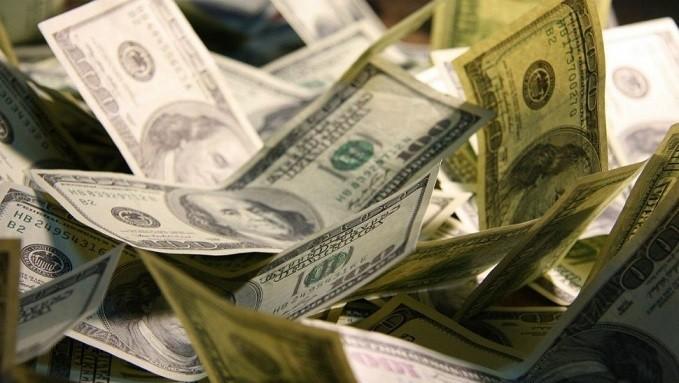 Con nueva intervención del Central, bajó el dólar