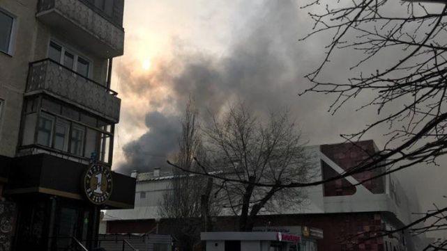 Tres nenes y una mujer mueren en infernal incendio en shopping de Rusia