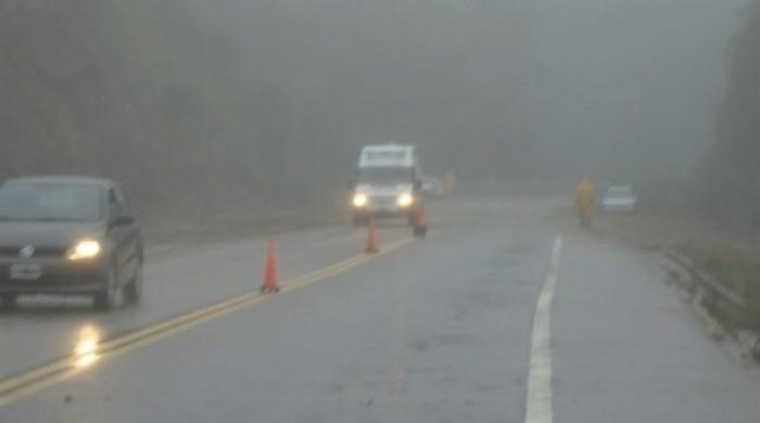 Previenen por lluvia y niebla en la Cuesta del Totoral