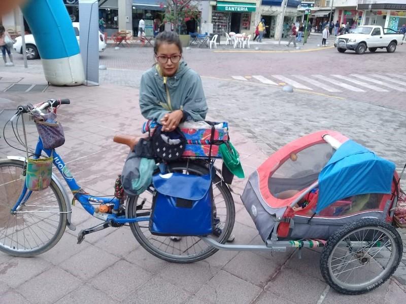 Lina tiene 27 años y desde Colombia recorre Sud America con su hijo de 4 años