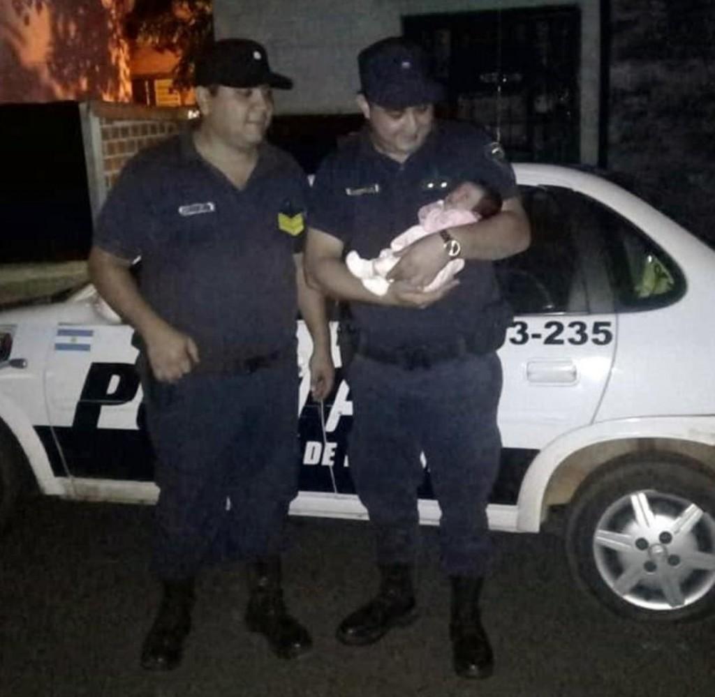 #Misiones Un policía revivió a una beba de 8 días que dejó de respirar