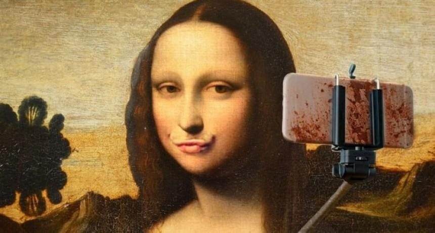 Sacarse muchas selfies denota falta de actividad sexual
