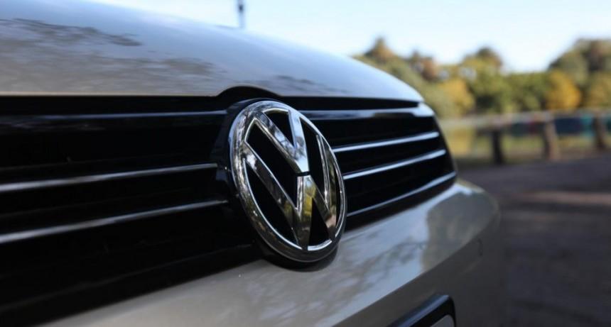Crisis automotriz: Volkswagen suspende a 300 operarios