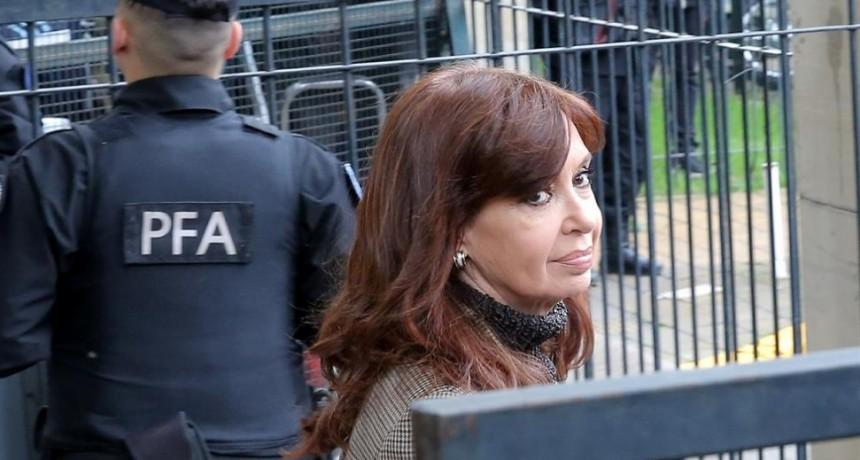 Cristina Kirchner suma diez procesamientos con cinco prisiones preventivas