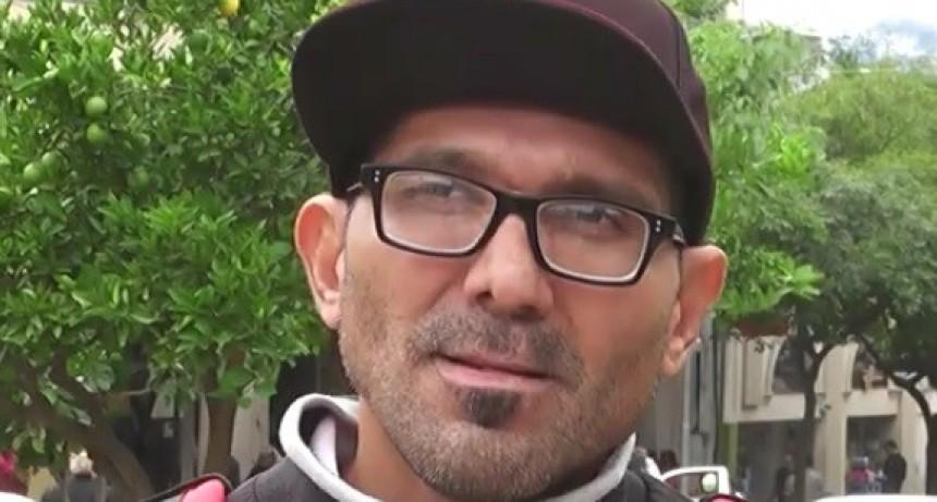 Se encadenaron para pedir trabajo y desde casa de Gobierno le ofrecieron un Bolsón de alimentos