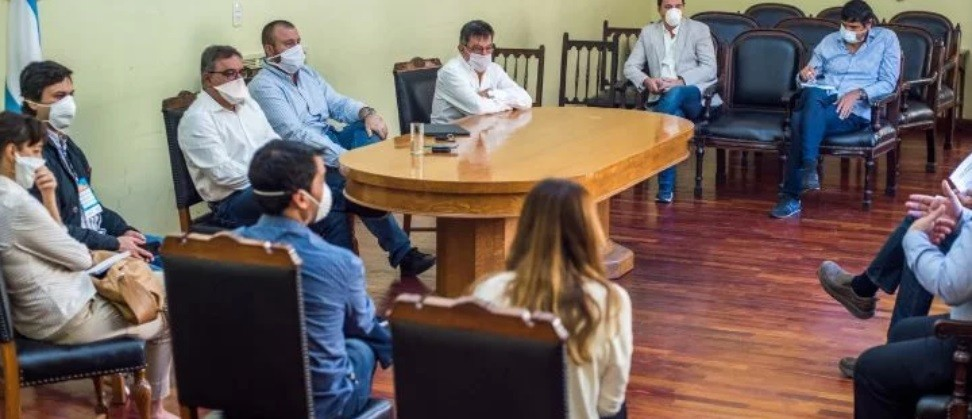 Raúl recibió al sector privado para coordinar líneas de crédito, medidas para el transporte y evaluar impuestos