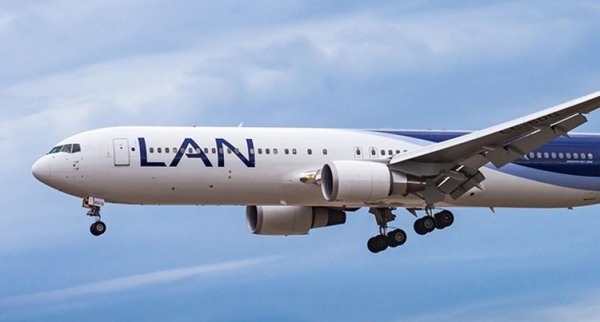 Autorizarán vuelos de otras compañías que traigan argentinos y se lleven extranjeros
