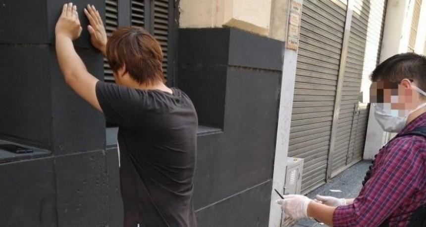 Detuvieron a un chino por violar la cuarentena para  cazar Pokemones