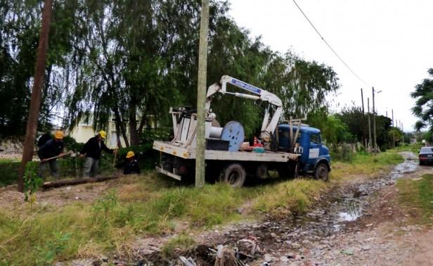 Comienzan trabajos de reubicación y reestructuración de las LMT en Riveras del Valle