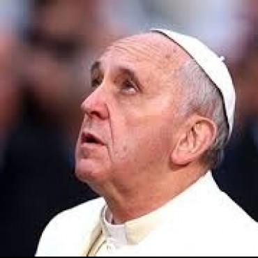 El Papa rezó por las miles de víctimas del terremoto en Nepal