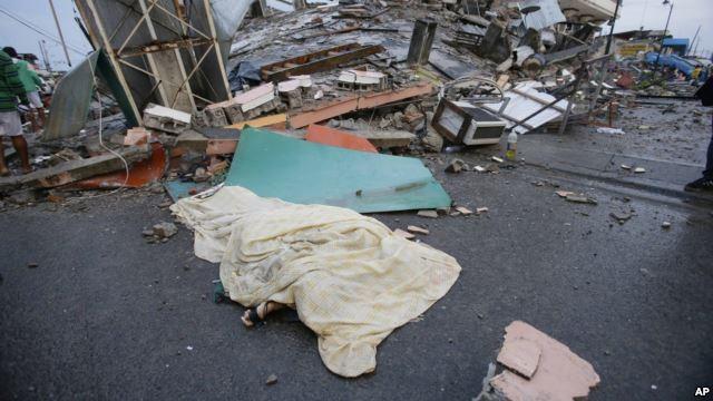 Sube a 235 los muertos por sismo en Ecuador
