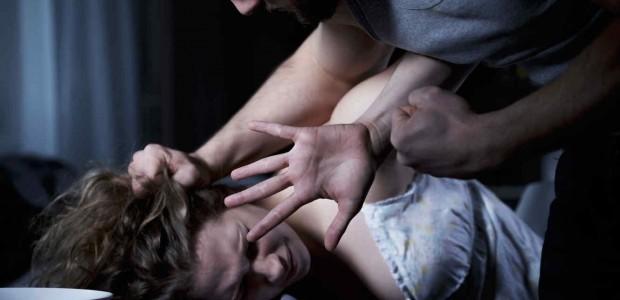 Salió del boliche y un amigo le ofreció llevarla en moto, la violó brutalmente