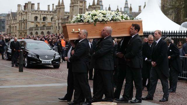 Una multitud le dio el último adiós a Stephen Hawking