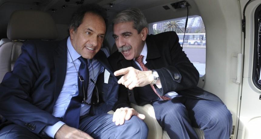 Investigan a Scioli por 78 vuelos que hizo con un helicóptero de una empresa privada