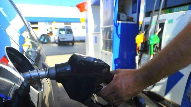 Nuevo golpe al bolsillo: volvió a aumentar la nafta