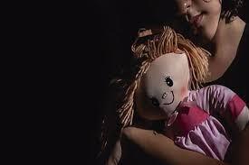 Tiene 11 años, la violó su padrastro y quedó embarazada: la obligarían a dar a luz