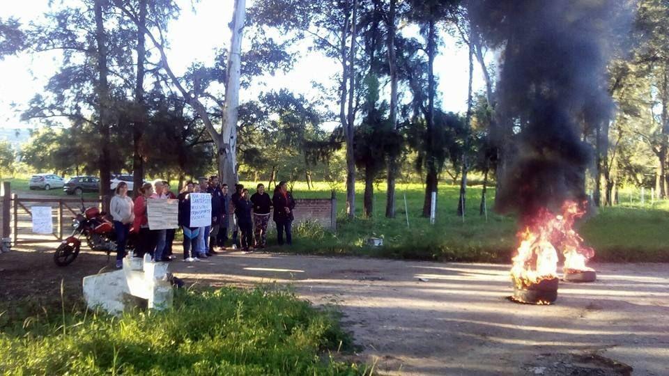 Reclaman la implementación del transporte gratuito para los alumnos de Santa Rosa y Capayán