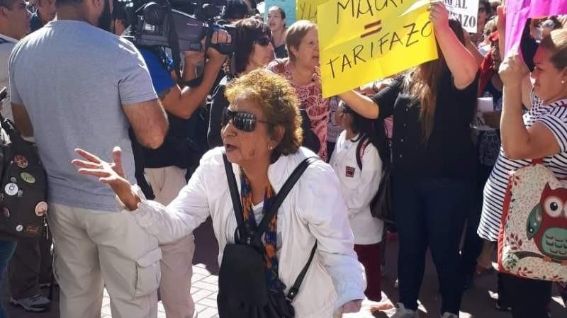 SE MANIFIESTAN: Cortan República y Sarmiento por la suba de tarifas de energía Eléctrica