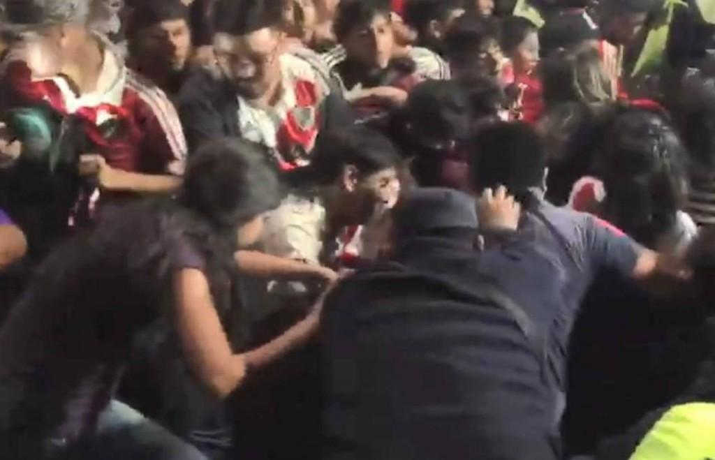 Desbordes y varios heridos en la llegada de River a Salta