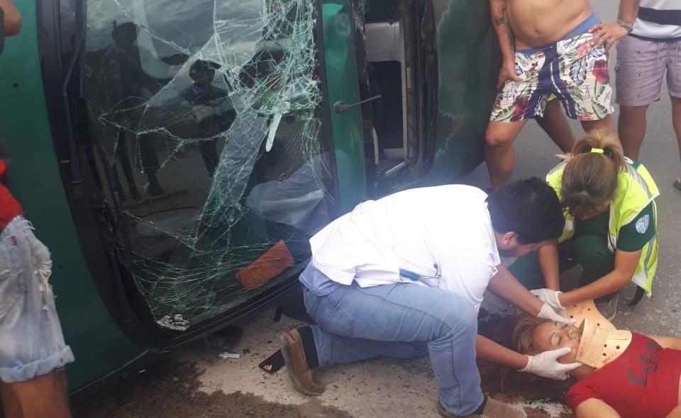 Violento siniestro vial en la zona sur: tres heridos, entre ellos un bebé
