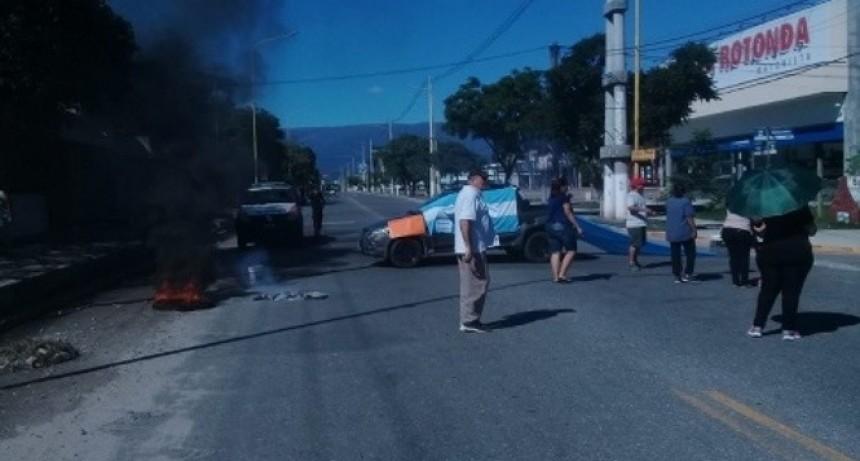 Vecinos de Bº Malvinas Argentinas reclamaron cortando avenida